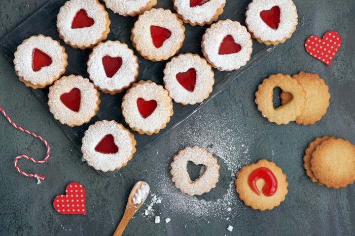 7 Ways to Save on Valentine's Day