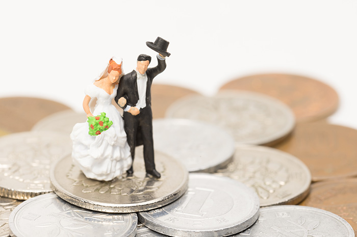 Tips to help newlyweds get on the same page about money