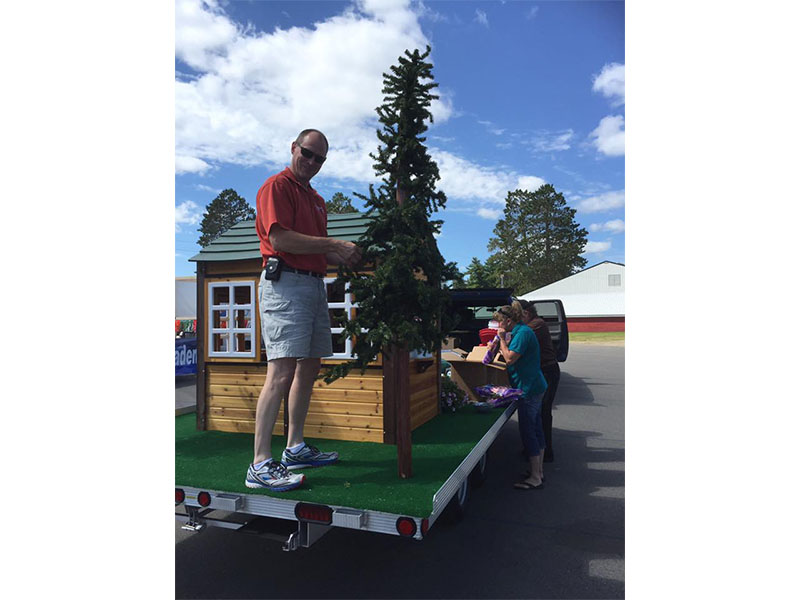 Kurt setting up the tree for the Grand Rapids Parade