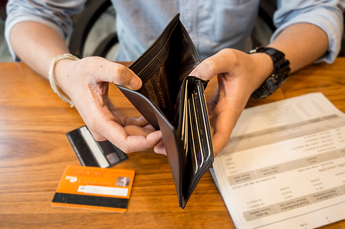 7 expert tips to get your holiday budget under control